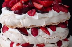 Food Discover Pavlova Berries And Cream Cloud Cake Just Desserts Delicious Desserts Yummy Food Mothers Day Desserts Sweet Recipes Cake Recipes Dessert Recipes Kiwi Recipes Macaroon Recipes Just Desserts, Delicious Desserts, Yummy Food, Meringue Desserts, Chocolate Meringue, Dessert Chocolate, French Desserts, Pumpkin Chocolate Chips, Vegan Chocolate