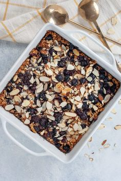 Vegan Blueberry Pie Baked Oatmeal // This Baked Oatmeal captures the fresh flavors of summer in a sweet crunchy breakfast casserole. Coconut whipped cream adds a delicious layer of flavor and texture youll swear youre eating dessert! Low Carb Vegan Breakfast, Vegan Breakfast Recipes, Vegan Desserts, Brunch Recipes, Vegan Recipes, Breakfast Ideas, Vegetarian Breakfast, Eat Breakfast, Free Breakfast