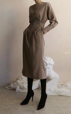 Minimalist and chic outfits ideas - . Minimalist and chic outfits ideas - , Minimalistische und schicke Outfits-Ideen - Fashion Mode, Minimal Fashion, Look Fashion, Trendy Fashion, Korean Fashion, Womens Fashion, Minimal Chic, Minimal Dress, Fashion Spring