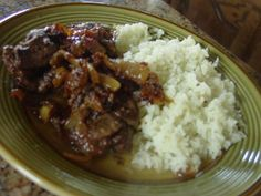 Bistec Encebollao Easy as 1-2-3    http://www.elboricua.com/recipe_BistecEncebollao.html 2 pounds beef steak, thinly sliced ½ cup olive oil 2 tablespoons minced garlic  dash dried oregano leaves  2 large white onions, sliced in rings  ¼ cup distilled white vinegar  1½ cups water 1 tsp. salt    1. Dump all ingredients in a gallon-size plastic bag and turn so that all the ingredients mix together. Refrigerate at least 4 hours or a couple of days (or freeze for later use).