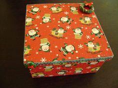 Linda caixa para presente com motivos natalinos! Ótima opção para embalagem de presente neste natal! R$ 25,00