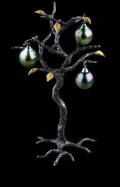 Jewellery Theatre: Jewellery sculptures, 18k white gold dark pearl.