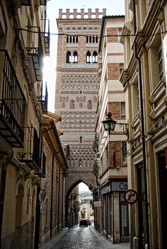 Torre del Salvador (Teruel, Aragón, España) is a Almohad minaret. On the base passing street access is located through a door with pointed arch shape covered with vault Oh The Places You'll Go, Places To Travel, Places To Visit, Aragon, Madrid, Wonderful Places, Beautiful Places, Europe Centrale, Belle Villa