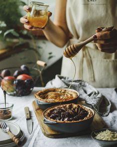 Chocolate Fondue, Food Photography, Instagram, Desserts, Pie, Apple, Biscuits, Tailgate Desserts, Deserts
