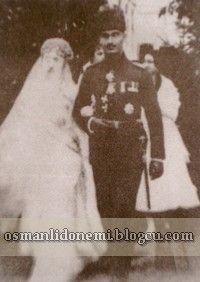 Son Padişah Vahideddin'in Kızı Ulviye sultan ile Son Sadrazan Ahmet Tevfik paşanın oğlu İsmail Hakkı bey in nikahından sonra (1914)