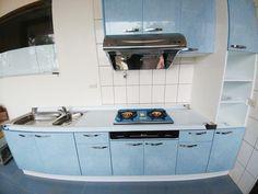 不銹鋼檯面搭配藍色美耐門廚具 E008 - 友鉅廚具工廠 | 系統廚具工廠直營、歐化廚具、瓦斯爐、油煙機、首選友鉅