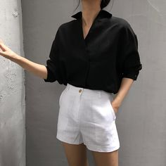 How to Always Look Stylish – Health Beauty Space How to Always Look Stylish Outstanding summer outfit with white shorts and black shirt Vintage Tops, Vintage Dresses, Vintage Outfits, Vintage Pants, Look Fashion, Korean Fashion, Fashion Outfits, Fashion Clothes, Ulzzang Fashion Summer