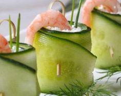 Rouleaux de concombre au chèvre frais, crevette et citron vert : http://www.fourchette-et-bikini.fr/recettes/recettes-minceur/rouleaux-de-concombre-au-chevre-frais-crevette-et-citron-vert.html