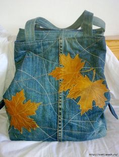 Upcycled Jeans bag with maple leaf motif Diy Bags Purses, Purses And Handbags, Jean Purses, Denim Handbags, Denim Purse, Mode Jeans, Denim Ideas, Denim Crafts, Altering Clothes