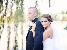 Wedding, bride and groom, couples, lake, weeping willow. Photos by Mississippi Pearl Photography