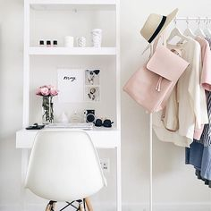 Blush workspace of @thepinkdiary // via @workspacegoals on Instagram