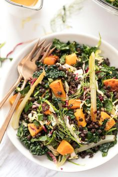 Loaded WINTERY Kale Salad with roasted butternut squash, fennel and lentils! All tossed in an amazing honey-mustard vinaigrette! #kalesalad #kale #salad #vegetarian