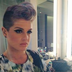 Kelly Osbourne exibe novo corte de cabelo (Foto: Instagram/ Reprodução)