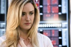 "BLINDSPOT — ""Hella Duplicitous"" Episode 401 — Pictured: Ashley Johnson as Patterson — (Photo by: Virginia Sherwood/NBC/Warner Bros.) Mary Elizabeth, Ashley Johnson Blindspot, Rob Brown, Luke Mitchell, Jaimie Alexander, Beautiful Little Girls, Beautiful People, Sexy Shirts, Hair"
