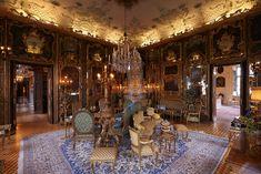 Suzy Menkes doet verslag van haar bezoek aan het atelier van de exclusieve Pre-Fall collectie van Chanel.