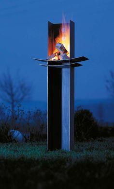 Rien de tel qu'un brasero pour porter l'ambiance à son apogée. Les feux outdoor Wodtke distribué par Fondis s'enrobent d'acier traité contre l'oxydation, pour résister à toutes les intempéries. Modèle Manitu. ©Fondis