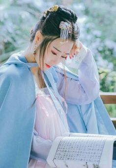 Traditional Fashion, Traditional Dresses, Asian Hair Accessories, Journey To The West, Beautiful Chinese Girl, Asian Love, Chinese Clothing, Ancient China, Asia Girl