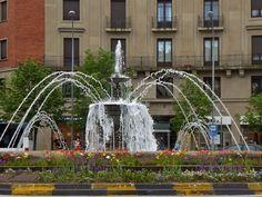 Adoquines y Losetas.: Fuente.Plaza de las Merindades
