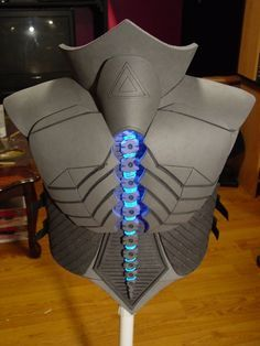 EL Wire and LED Lighted spinal column. Not sure I like the spinal column as is. RIGOR Combat Armor Back Cosplay Tutorial, Cosplay Diy, Best Cosplay, Cosplay Weapons, Eva Foam Armor, Robot Costumes, Foam Costumes, Combat Armor, Costume Armour