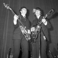 Concerto dei Beatles al cinema Adriano (Roma), 1965 Negativo, gelatina a sviluppo, 6x6cm (Archivio Rodrigo Pais - Università di Bologna)