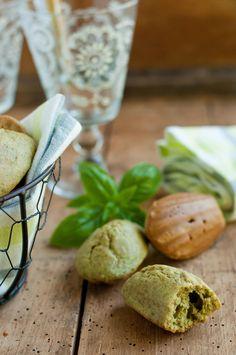 Madeleines à l'huile d'olive, basilic et parmesan