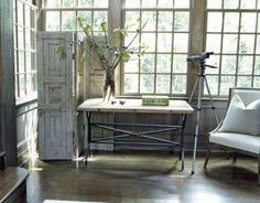 In a corner of the living room, a telescope for stargazing and a wooden screen of antique door panels. Vintage Screen Doors, Wooden Screen, Interior Panel Doors, Interior Door, Interior And Exterior, Interior Design, Old Doors, Barn Doors, Entry Doors