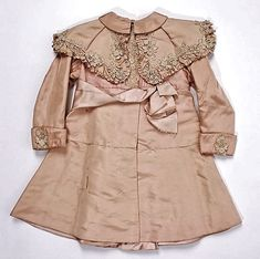 ca embroidered antique silk baby coat Victorian Children's Clothing, Antique Clothing, Historical Clothing, 1890s Fashion, Edwardian Fashion, Vintage Gowns, Vintage Outfits, Vintage Coat, Baby Outfits