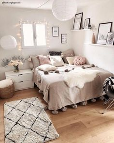 Modern Bedroom Design Trends and Ideas in 2019 Part bedroom ideas; bedroom ideas for small room; Girl Bedroom Designs, Room Ideas Bedroom, Small Room Bedroom, Bedroom Inspo, Cheap Bedroom Ideas, Master Bedroom, Bedroom Table, Couple Bedroom, Design Bedroom