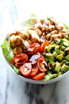 27 Low-Carb Dinners That Are Actually Delicious Caprese Avocado Salad – A light, refreshing salad loaded with mozzarella, tomatoes, basil and avocado with a sweet balsamic reduction! Low Carb Dinner Recipes, Lunch Recipes, Salad Recipes, Cooking Recipes, Healthy Recipes, Simple Recipes, Skinny Recipes, Shrimp Recipes, Cooking Time