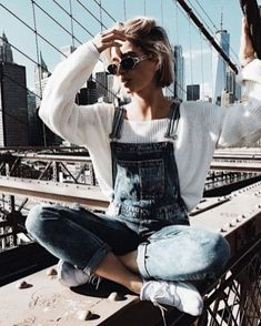 Blue denim overalls over white sweatshirt. Blue denim overalls over white sweatshirt. Overalls Fashion, Overalls Outfit, Denim Overalls, Overalls Style, Cute Overalls, Overalls Vintage, Dungarees, Denim Fashion, Style Outfits
