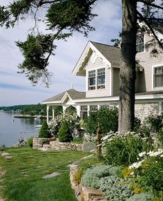 Rosecliff Cottage, Boothbay Harbor, Maine | via Hydrangea Hill Cottage blog