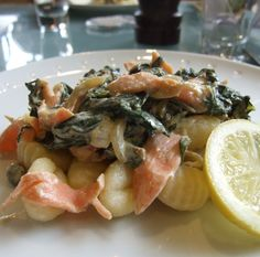 Gnocchi with spinach & smoked salmon - Family-Friends-Food #recipe