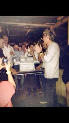 Niall last night at his birthday party (I love that his cake is a grill )