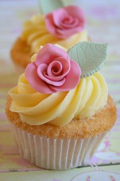 Rose cupcakes via @Gooseberry Patch ~ these are so sweet and lovely! <3