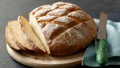 Paul Hollywood shows you how to make bread in a step-by-step video recipe. Paul Hollywood shows you how to make bread in a step-by-step video. The Great British Bake Off, The Paradise Bbc, Pain Thermomix, Easy White Bread Recipe, Cob Loaf, British Baking, Loaf Recipes, How To Make Bread, Bread Making