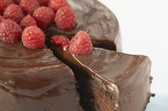 Flourless, Double Chocolate Mousse cake - This cake is a great dessert to make if you are planning to serve a lot of people. Best of all it is gluten-free! Food Cakes, Cupcake Cakes, Cupcakes, Best Chocolate Desserts, Just Desserts, Chocolate Chocolate, Homemade Chocolate, Chocolate Frosting, Fudge Cake