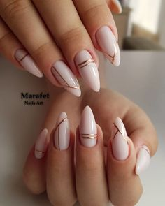 Long acrylic nails are too sharp, and short nails are too ordinary? Then you need almond nails, which are of moderate length. Almond nails are named after their shape similar to almonds. White Acrylic Nails, Almond Acrylic Nails, Acrylic Nails Designs Short, White Gold Nails, White Almond Nails, Crackle Nails, Almond Nail Art, Black Nail, Pink White