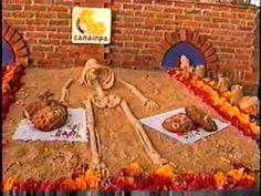 segunda parte de le exposición de pan de muerto en el zocalo dia de muertos 2003 un pequeño homenaje a los panaderos del pais que mantienen vivo este maravil...