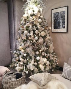 Christmas Decorations, Holiday Decor, Christmas Trees, Watch Christmas Movies, Silent Night, House Design, Instagram Posts, Inspiration, Interiors