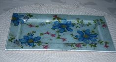 Tabuleiro em vidro decorado em decoupage e gliters