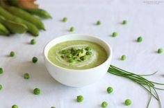 Soupe de fèves, petits pois et ciboulette. Plus de recettes pour bébé sur www.enviedebienmanger.fr/idees-recettes/recettes-pour-bebe