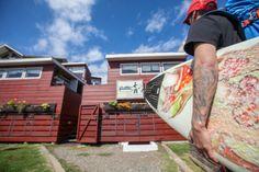Pichilemu, cuenta con alojamientos especializados para quienes vienen a disfrutar de sus olas.