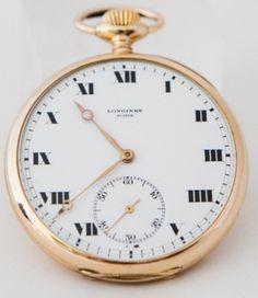Relógio Longines (suiço) de bolso, em ouro 18 k, vidro acrílico, caixa de 48 x 48 mm, movimento a corda original Swiss Longines.  Oportunidades deste feriado de  1º de maio!  #Leilão Online a partir das 16h.  Participe ao vivo!!