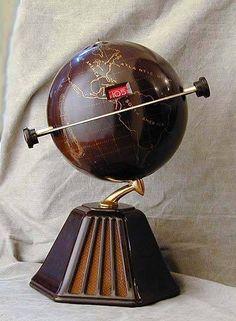 "Art Deco Colonial Model 700 ""New World"" Bakelite Globe Radio Bauhaus, Poste Radio, Art Nouveau, Retro Radios, World Globes, Map Globe, Record Players, Phonograph, Art Deco Furniture"