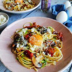 Zucchini Pilz Carbonara - ANA + NINA Goat Cheese, Ethnic Recipes, Zucchini Spaghetti, Food, Winter, Al Dente, Italian Cuisine, Easy Meals, Winter Time