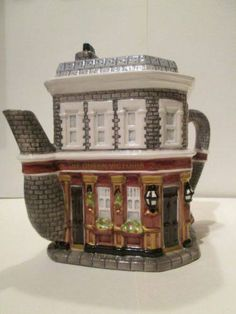 THE QUEEN VIC FROM EASTENDERS TEA POT