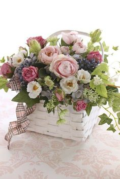 A pretty spring floral arrangement. Dyi Flowers, Seasonal Flowers, Spring Flowers, Beautiful Flowers, Wedding Flowers, Basket Flower Arrangements, Beautiful Flower Arrangements, Floral Arrangements, Deco Floral