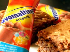 Ovomaltine Brownies with Macademia Nuts Baking Recipes, Snack Recipes, National Holidays, Pop Tarts, Shake, Brownies, Wordpress, Chips, Eat