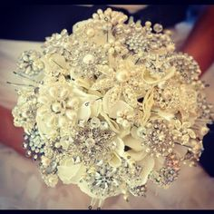 Love the idea of a brooch bouquet so you can have it forever! Time to start collecting brooches!