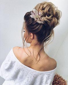 Unique wedding hair ideas to inspire you | fabmood.com #weddinghair #hairideas #hairdo #bridalhair #messyupdo #highbun #upstyle